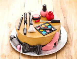 Makeup Kit Cake Images : MakeUp Kit Cake -Eggless